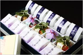 風呂敷包みの特別贈答品 最中・菓音・六花の精詰め合わせ